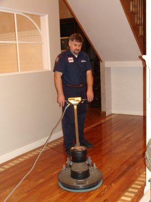 Comhardwood Flooring Maintenance : Wood floor cleaning by certified technician